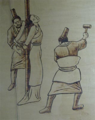 然而,古代的女人一旦被打入大牢,成为女囚,便等于从此失去了贞操.
