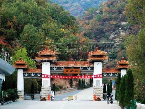 图片简介:洛阳天池山风景区位于中国古都洛阳市嵩县境内,是国家级